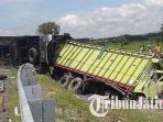 bus-po-eka-dan-truk-yang-terlibat-kecelakaan.jpg