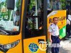bus-sekolah-milik-pemkot-madiun-menjemput-siswa-di-smpn-2-kota-madiun.jpg