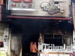cafe-otw-kota-kediri-terbakar_20180719_091511.jpg