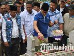 calon-wakil-presiden-cawapres-sandiaga-salahuddin-uno-menyempatkan-berziarah_20181021_184452.jpg