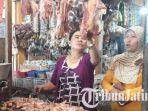 daging-sapi-dan-ayam-di-pasar-baru-gresik_20180727_125307.jpg