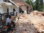 dampak-gempa-bumi-di-dampit-malang.jpg