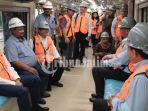 delegasi-kamboja-melihat-proses-produksi-kereta-api-di-pt-inka.jpg