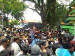 demo-warga-lamongan-soal-banjir.jpg