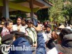 demo-warga-tuban-tuntut-kades-dan-camat-dicopot_20180706_130725.jpg