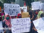 demonstrasi-di-depan-kantor-kementerian-agama-kabupaten-kediri.jpg