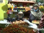 diantara-para-pedagang-di-pasar-sidoharjo-yang-merasakan-naiknya-harga-cabai-rawit-senin-832021.jpg