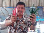 direktur-jenderal-hortikultura-prihasto-setyanto-saat-menunjukan-cabai.jpg