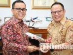 direktur-komersial-pt-indonesia-airasia-redhouse-rifai-taberi-bertemu-abdullah-azwar-anas.jpg