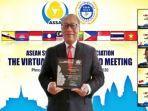 direktur-utama-bpjamsostek-agus-susanto-terima-penghargaan-investment-governance-award-2020.jpg