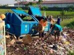 dlh-membersihkan-sampah-liar-di-bantaran-sungai-perbatasan-kota-mojokerto-dengan-kabupaten-mojokerto.jpg