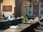 dprd-jatim-saat-menerima-perwakilan-forum-umat-islam-surabaya-untuk-palestina-fuisp.jpg