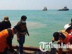 dua-jenazah-warga-probolinggo-ditemukan-di-pantai-kramat-tlanakan-pamekasan_20181025_183136.jpg