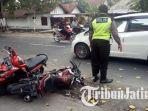 dua-sepeda-motor-yang-terlibat-kecelakaan-di-jalan-raya-desa-tambakrejo-jombang.jpg