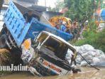 dump-truk-terjebur-ke-sungai-di-desa-somoroto-kecamatan-kauman-kabupaten-ponorogo.jpg