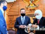 duta-besar-kazakhstan-he-daniyar-sarekenov-dan-khofifah-indar-parawansa.jpg