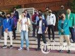 elemen-mahasiswa-asal-surabaya-dan-malang-raya-mendatangi-dprd-jawa-timur-protes-spp-dan-ukt.jpg