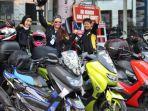 empat-emak-tangguh-yang-juga-sekaligus-sebagai-lady-biker-dari-komunitas-quenmax-balikpapan.jpg