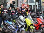 empat-emak-tangguh-yang-juga-sekaligus-sebagai-lady-biker-dari-komunitas.jpg