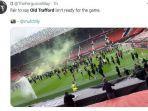 fans-manchester-united-merusuh-di-old-trafford.jpg