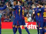 gelandang-barcelona-paulinho-merayakan-gol-bareng-rekan-setim-dalam-partai-liga-spanyol_20180510_100741.jpg