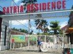 gerbang-perumahan-satria-regency-tulungagung-ditutup-warga-karantina-mandiri-untuk-cegah-covid-19.jpg