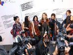 girl-squad-saat-menghadiri-acara-jakarta-fashion-week-2019_20181024_113909.jpg