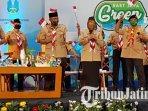 gubernur-jawa-timur-khofifah-indar-parawansa-dan-saifullah-yusuf-duet-bareng-judika.jpg