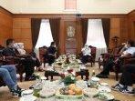gubernur-jawa-timur-khofifah-indar-parawansa-menerima-audiensi-pengurus-amsi-jatim.jpg