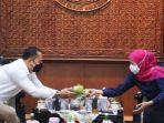 gubernur-jawa-timur-khofifah-indar-parawansa-menerima-kunjungan-wali-kota-surabaya.jpg