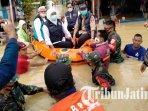 gubernur-jawa-timur-khofifah-indar-parawansa-mengecek-langsung-kondisi-banjir-pamekasan-madura.jpg