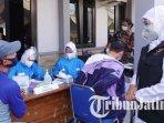 gubernur-jawa-timur-khofifah-indar-parawansa-meninjau-serbuan-vaksinasi-covid-19-di-lamongan.jpg