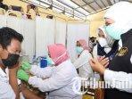 gubernur-jawa-timur-khofifah-indar-parawansa-meninjau-vaksinasi-covid-19-anak.jpg