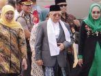 gubernur-jawa-timur-khofifah-indar-parawansa-menyambut-maruf-amin.jpg