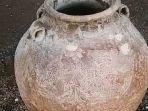 guci-kuno-peninggalan-era-dinasti-ming-di-pulau-bawean.jpg