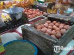 harga-telur-di-pasar-wonokromo-surabaya-mengalami-kenaikan_20180508_101241.jpg