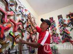 harry-irawan-atlit-dan-boomerang-maker-indonesia-hasilkan-karya-alat-bumerang.jpg