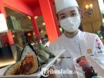 heidy-tan-chinese-dimsum-chef-shangri-la-hotel-surabaya-saat-tunjukan-varian-bakcang.jpg