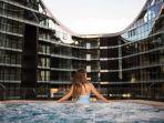 hotel-skye-suites-yang-dikembangkan-crown-group-menjadi-salah-satu-produk.jpg