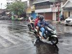 hujan-deras-mengguyur-salah-satu-kawasan-di-kota-surabaya.jpg