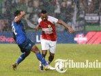 hujan-lebat-terjadi-pada-laga-arema-fc-vs-persipura-jayapura-di-stadion-gajayana.jpg