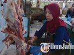 ida-penjual-daging-sapi-di-pasar-baru-tuban-ilustrasi-daging-sapi-ilustrasi-harga-daging-sapi.jpg