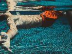 ilustrasi-gambar-berenang-di-laut.jpg