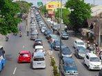 ilustrasi-kondisi-arus-lalu-lintas-di-kota-malang-ilustrasi-macet-ilustrasi-lalu-lintas-ramai.jpg