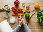 ilustrasi-makanan-sehat-buah-sayur-untuk-diet_20180111_213416.jpg