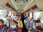 ilustrasi-penumpang-bus-jurusan-malang-surabaya-di-terminal-arjosari-kota-malang.jpg