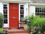 ilustrasi-rumah-dengan-pintu-depan-berwarna-merah.jpg