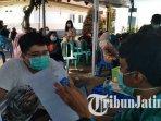 ilustrasi-vaksinasi-covid-19-di-kantor-kecamatan-tumpang-malang.jpg