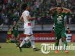 irfan-jaya-saat-laga-persebaya-vs-madura-united-pada-babak-8-besar-piala-indonesia.jpg