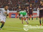irfan-jaya-saat-laga-psm-makassar-vs-persebaya-surabaya-di-stadion-andi-mattalatta_20180610_072734.jpg